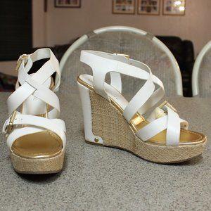 Audrey Brooke White Platform Sandals Size 9.5
